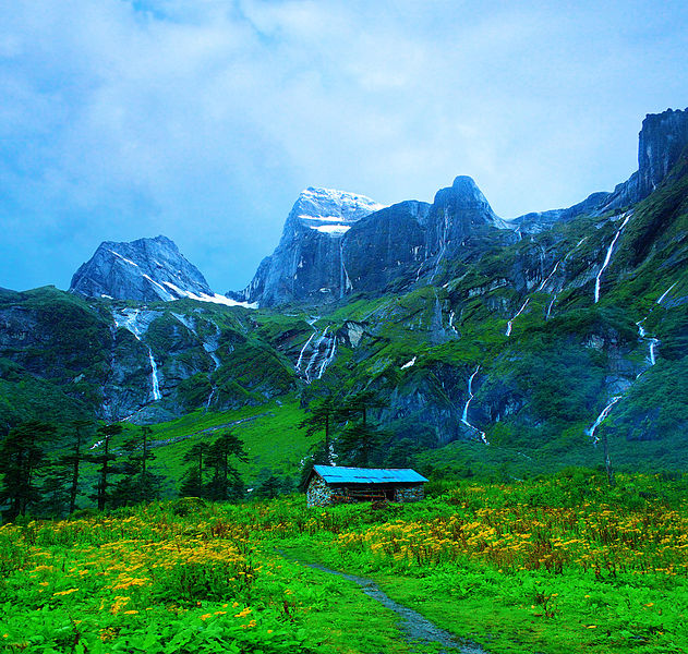 631px-Barun_Valley_-_Nghe