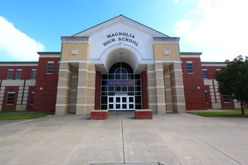 The_East_Magnolia_High_School_on_the_good_side_of_the_tracks